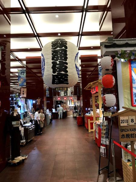 歌舞伎土産が並ぶ木挽町広場