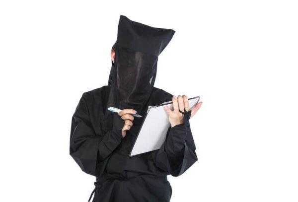 黒衣の持ち物チェック