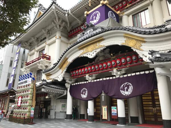 歌舞伎の殿堂である歌舞伎座の正面入り口