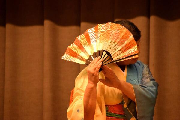 娘道成寺では舞踊が見どころ